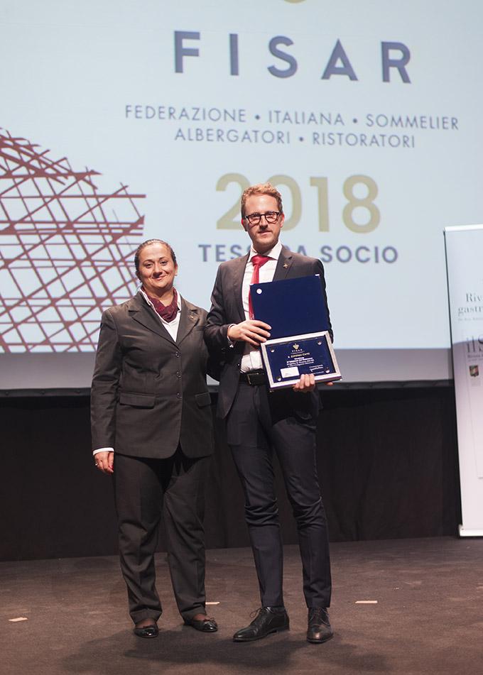 Lorenzo Corti riceve il premio